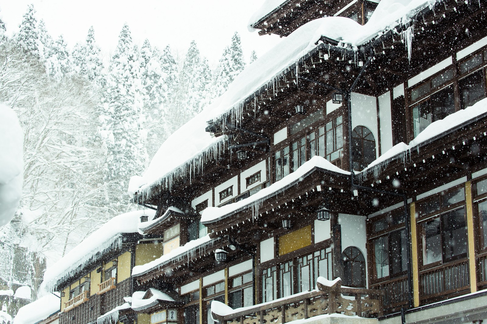 雪と銀山温泉