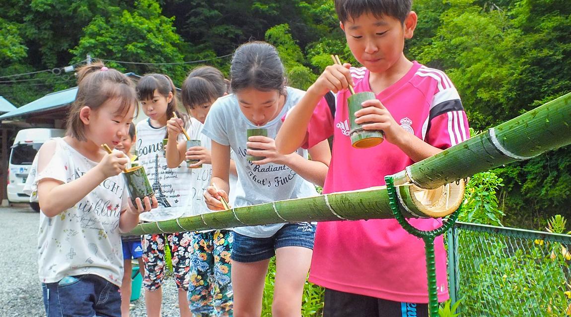 【神奈川・藤野】みんなで器や箸も竹から手作り!夏の風物詩「流しそうめん」を楽しむ旅!