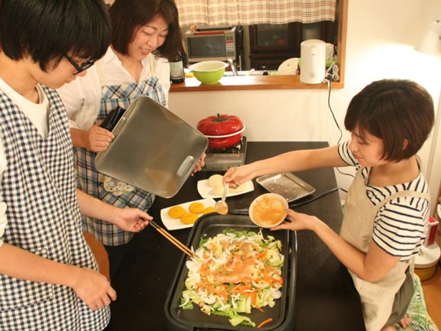 皆で楽しく料理